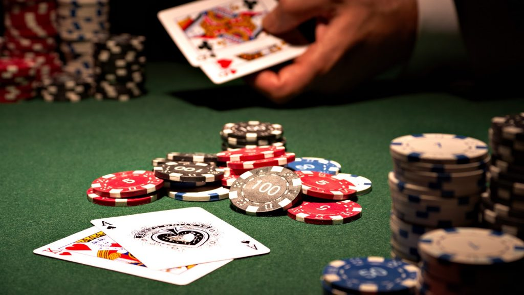 Play poker games and make your time worthy