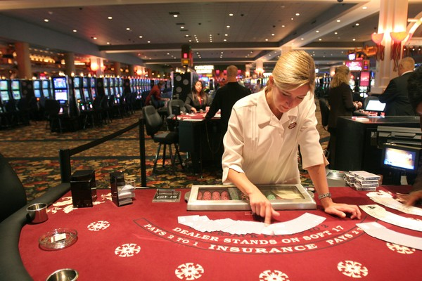 Hidden Dangers Associated With Online Casinos and Gambling In Them